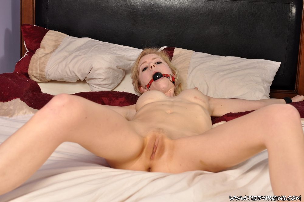 Blonde girl naked on bed topic